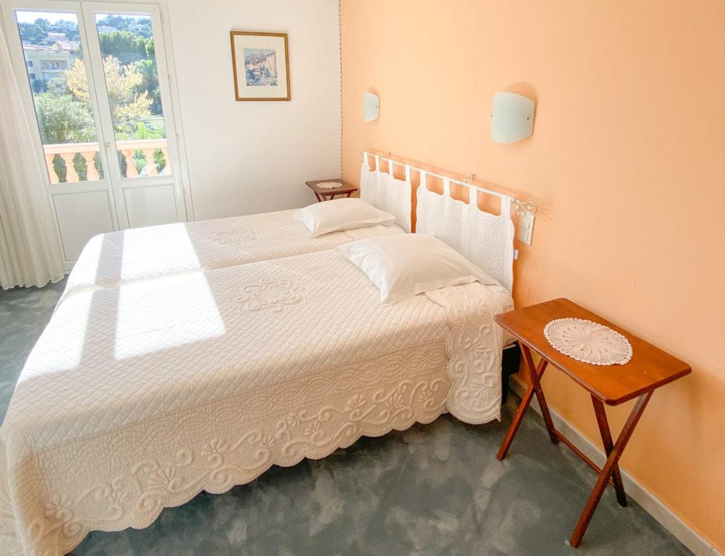 CHAMBRE 28 - HOTEL LA PERGOLA CAVALAIRE-1