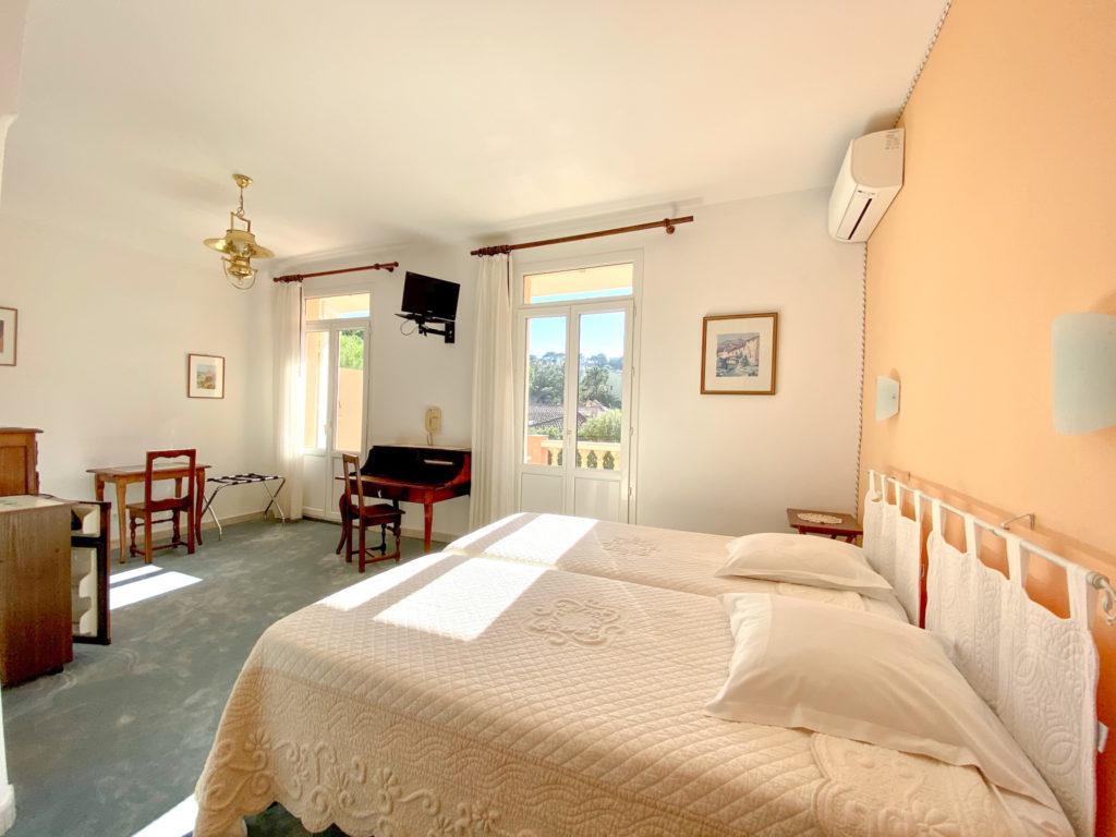 CHAMBRE 28 - HOTEL LA PERGOLA CAVALAIRE-2