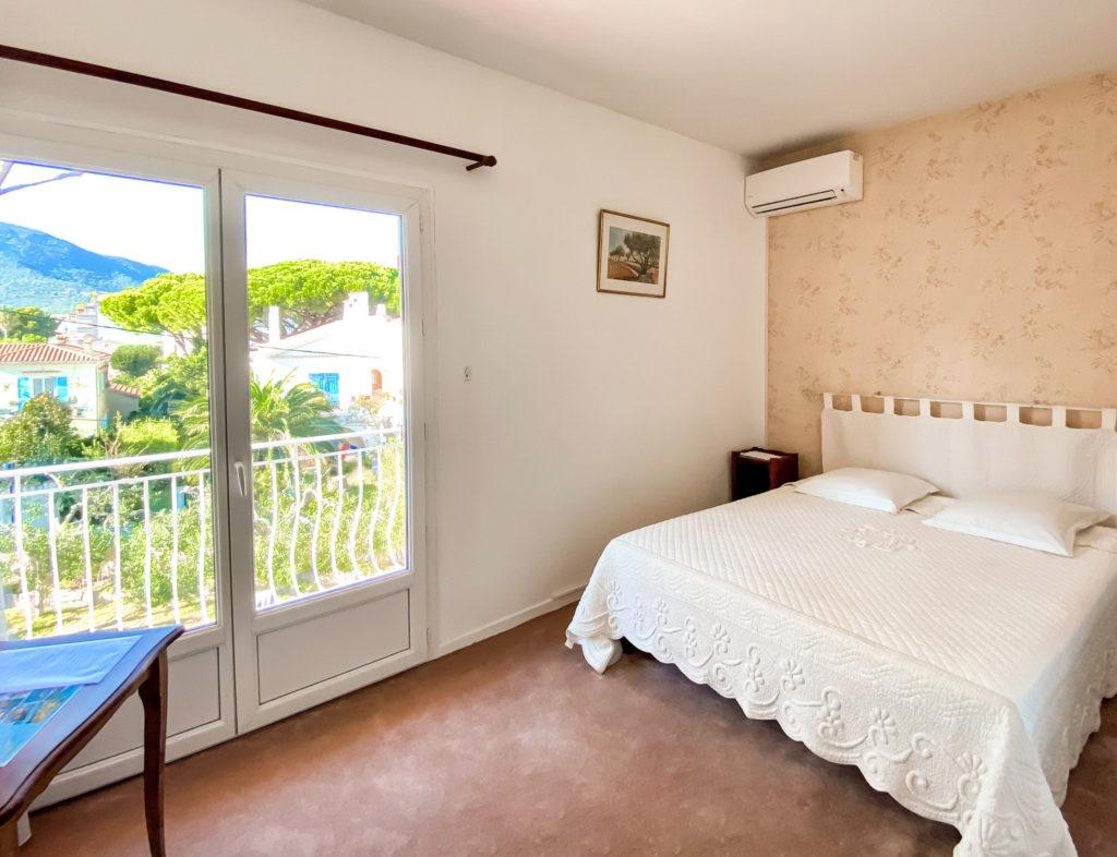 CHAMBRE 30 - HOTEL LA PERGOLA CAVALAIRE-1